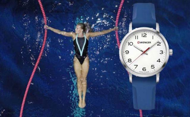 không nên đeo đồng hồ dây da đi bơi