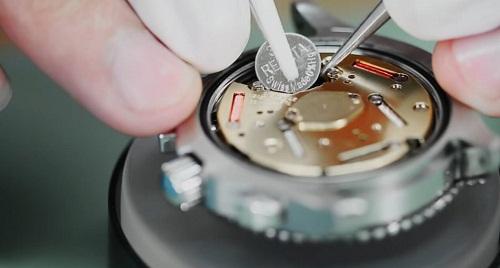 thay pin đồng hồ giá bao nhiêu