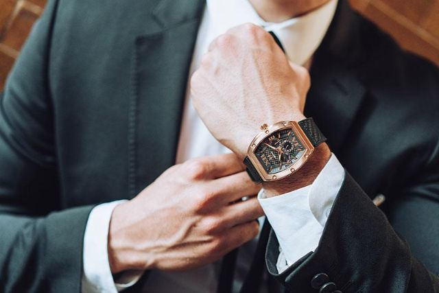 đeo đồng hồ đúng cách