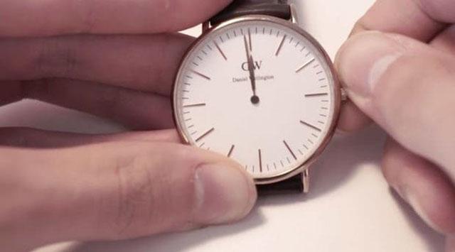 Bước 7: Cài đặt lại thời gian cho đồng hồ DW