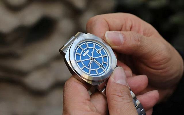 lý do làm cho đồng hồ cơ chạy sai giờ là gì