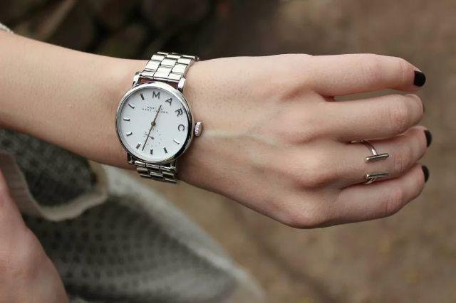 Nên đeo đồng hồ gì nếu cổ tay 17 cm?