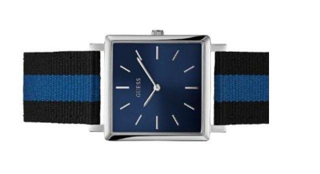 Đồng hồ Guess mặt vuông W0997G2