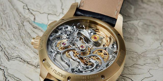 đồng hồ Chronograph nút đơn hình đệm