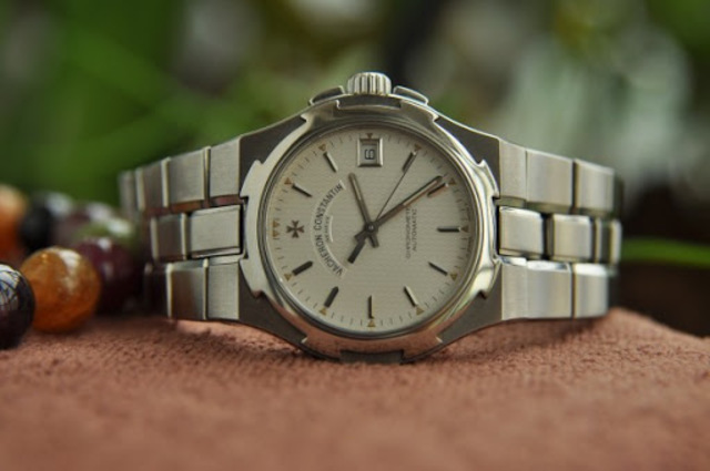 Giá đồng hồ Vacheron Constantin Overseas
