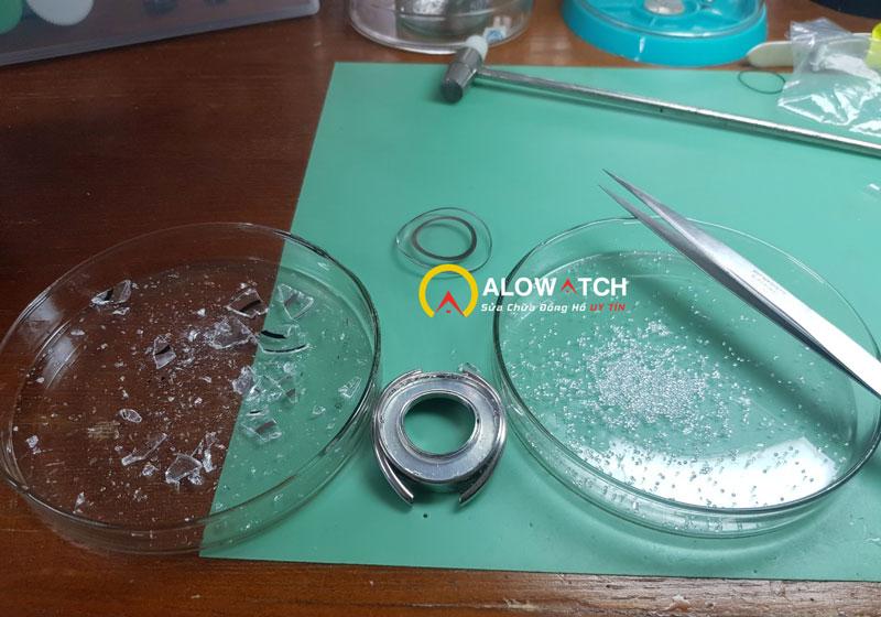 xử lý nứt mặt kính đồng hồ swarovski